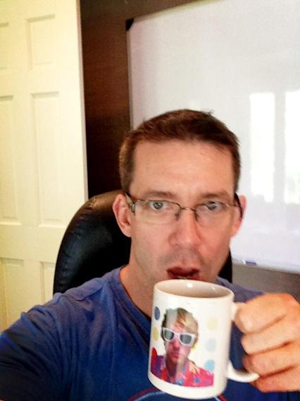 This is how @RobThomas drinks his coffee in the A.M. How do you? #veronicamarsmovie #alittlecoffeeandalittledick