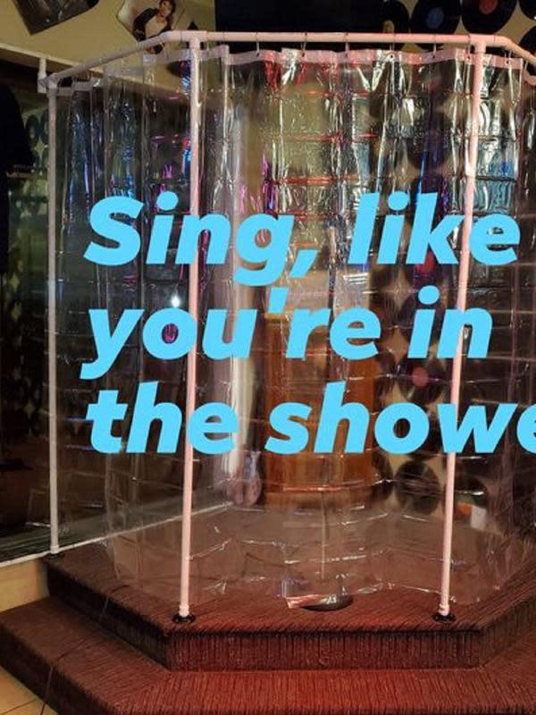 Tracie's Place menyediakan bilik menyanyi yang terbuat dari plastik (Dok.Facebook/Tracie's Place)