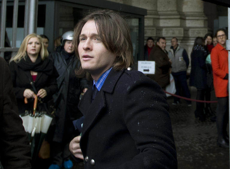 """Raffaele Sollecito, the ex-boyfriend of Amanda Knox, arrives at Italy's highest court building, in Rome, Wednesday, March 25, 2015. Italy's high court took up the appeal of Amanda Knox's murder conviction Wednesday, considering the fate of the """"very worried"""" American and her Italian former boyfriend in the brutal 2007 murder of Knox's British roommate. Dozens of journalists and camera crews were on hand for the final arguments and deliberations of the Court of Cassation in the death of Meredith Kercher. (AP Photo/Alessandra Tarantino)"""
