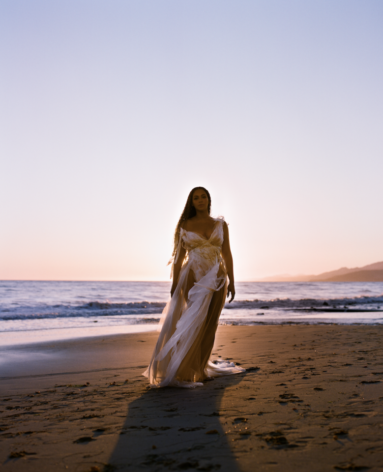 <p>Beyoncé wears a custom white gown by Wendy Nichol. </p>