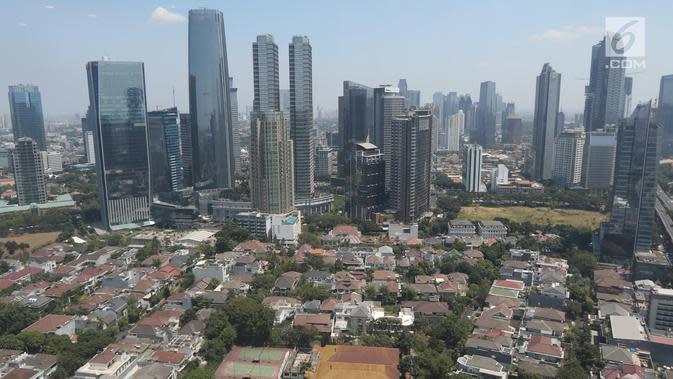 Suasana perkampungan padat penduduk di kawasan Jakarta, Kamis (30/8/2019). Kementerian Agraria dan Tata Ruang/Badan Pertanahan Nasional (ATR/BPN) menyebut 49 persen wilayah di DKI Jakarta masih tergolong kumuh. Ada 118 dari 267 kelurahan yang tergolong kumuh. (Liputan6.com/Angga Yuniar)
