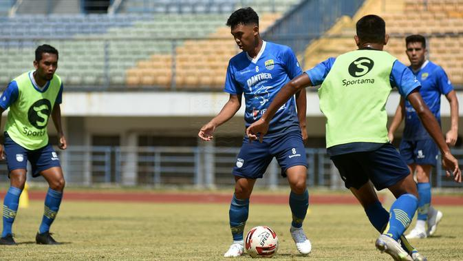 Gelandang Persib Bandung Abdul Aziz tak menganggap laga tandang menggunakan perjalanan darat sebagai beban. (Foto: MO Persib Bandung)