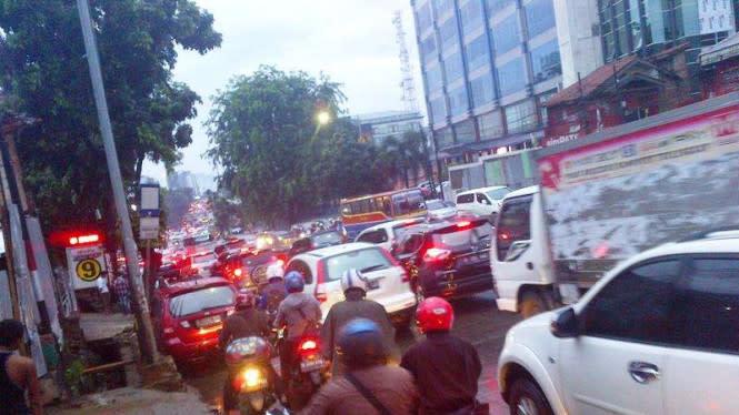 Hujan Jumat Sore, Ini Titik Genangan di Jalanan Jakarta