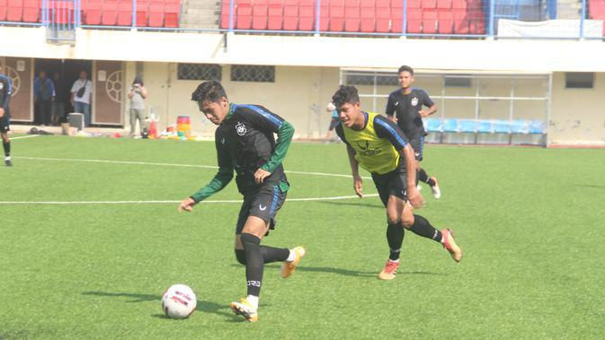 Para pemain PSIS Semarang kembali berlatih di Stadion Citarum, Semarang, Senin (7/9/2020). (Bola.com/Dok PSIS Semarang)