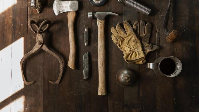 toolkit and tools (unsplash.com/Todd Quackenbush)