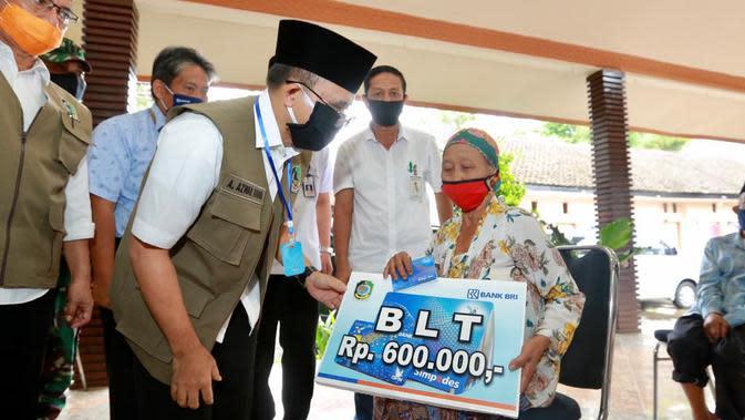 Desa-Desa di Banyuwangi mulai menyalurkan Bantuan Langsung Tunai (BLT) dari Dana Desa (DD) kepada warganya yang terdampak pandemi Covid-19.