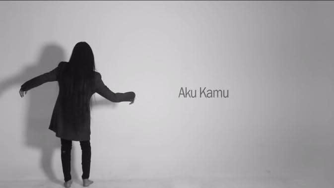 Salah satu lagu Mawang berjudul 'Aku Kamu'