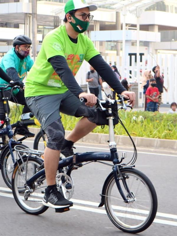 Tommy Kurniawan bersepeda
