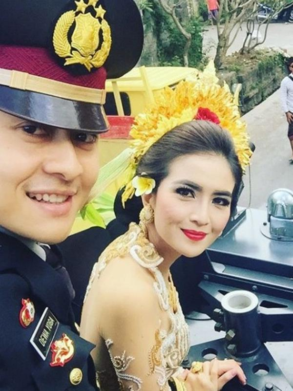 Deretan artis cantik yang menikah dengan polisi, harmonis dan romantis. (Sumber: Instagram /@kadekdevi)
