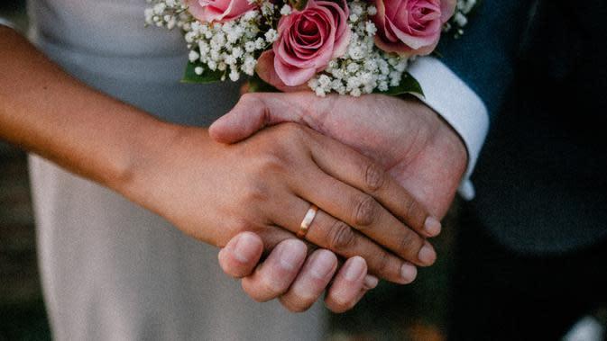 Ilustrasi pernikahan. (Photo by Adika Suhari on Unsplash)