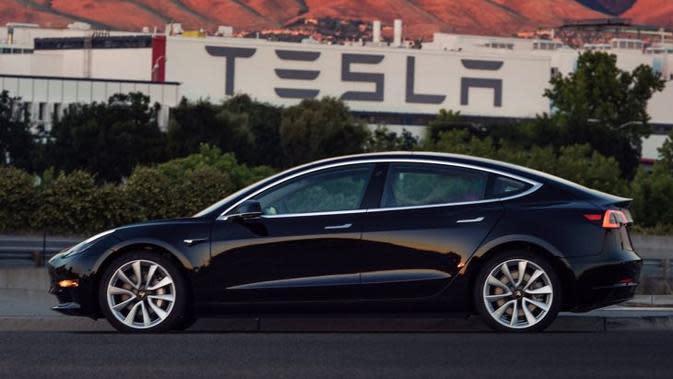 Tesla Gugat Pemerintah AS Terkait Tarif Impor Cina