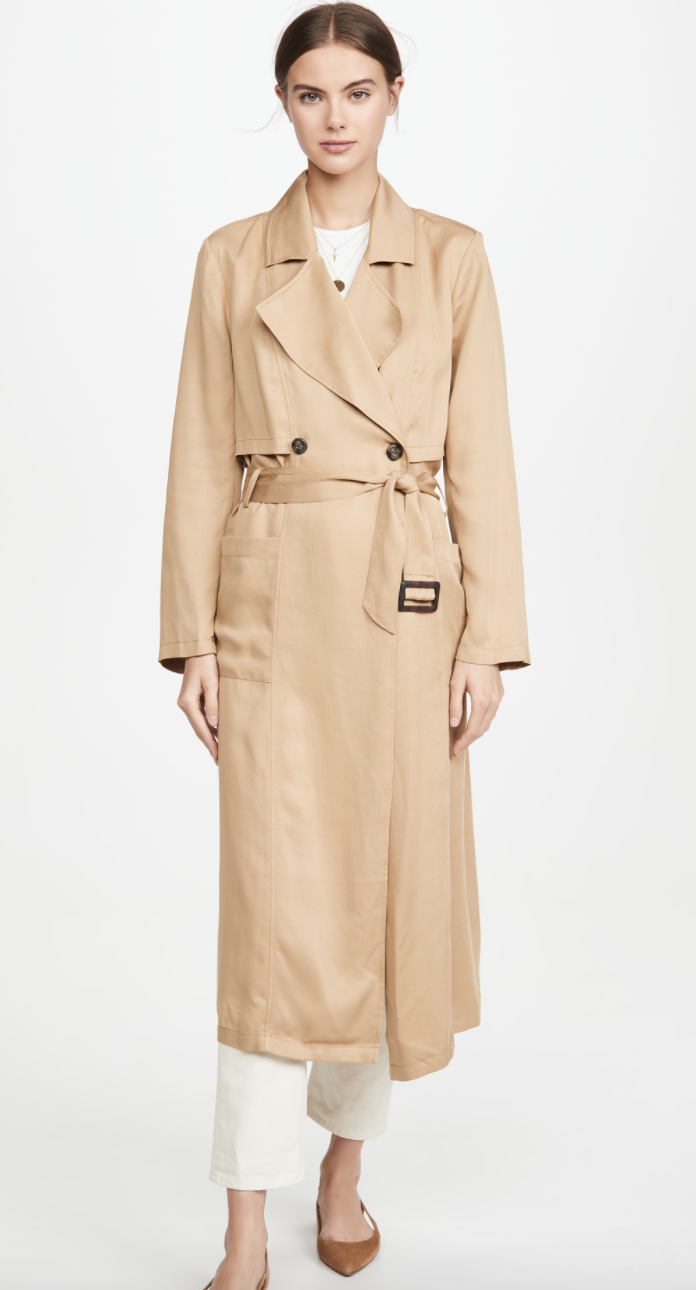 This mid-weight trench can be worn for years to come thanks to it's classic double breasted silhouette.