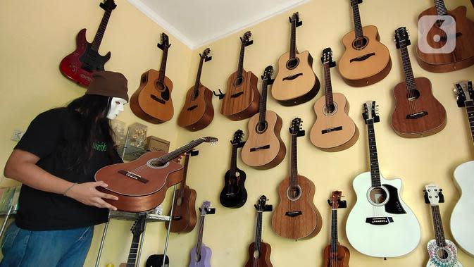 Pemilik showroom dan bengkel Gitar