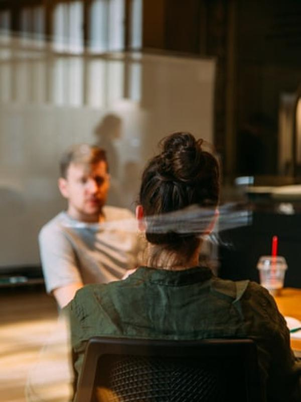 Menyimak tahapan menjadi psikolog (Foto: unsplash.com/Charles Deluvio)