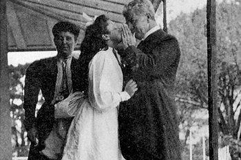 Black and white photo of Edmund Barton with his daughter and wife
