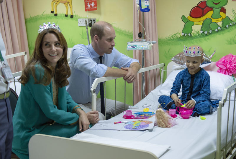 LAHORE, PAKISTAN - OCTOBER 17: Prince William, Duke of Cambridge and Catherine, Duchess of Cambridge meet with cancer patient Wafia Remain 7, while on a visit to Shaukat Khanum Memorial Cancer Hospital in Lahore on October 17, 2019 in Lahore, Pakistan. (Photo by Arthur Edwards-Pool/Getty Images)