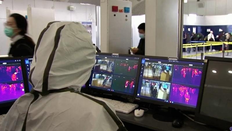 China mengawasi warga termasuk dengan penggunaan telpon seluler.