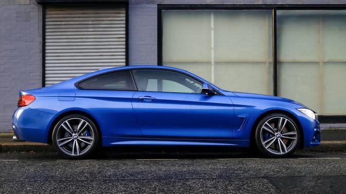 Ilustrasi mobil biru (Dok.Unsplash)