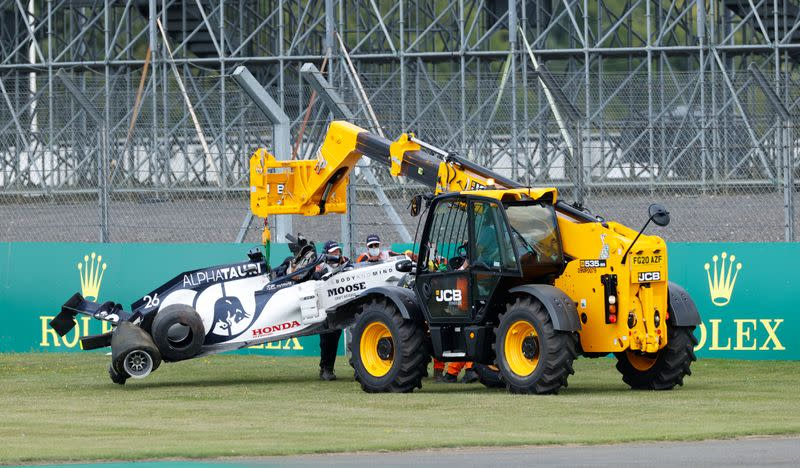 Pirelli say tyre not to blame for Kvyat's crash