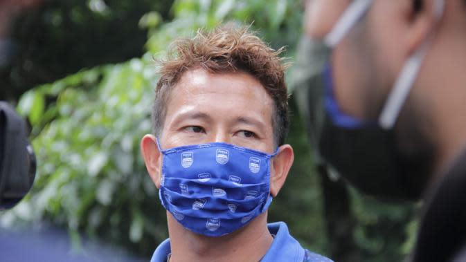 Penjaga gawang Persib Bandung, I Made Wirawan. (Bola.com/Erwin Snaz)