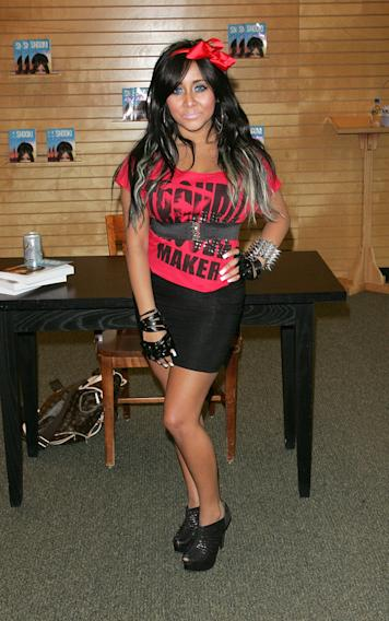 "Nicole ""Snooki"" Polizzi Signs Copies Of ""A Shore Thing"" - August 13, 2011"