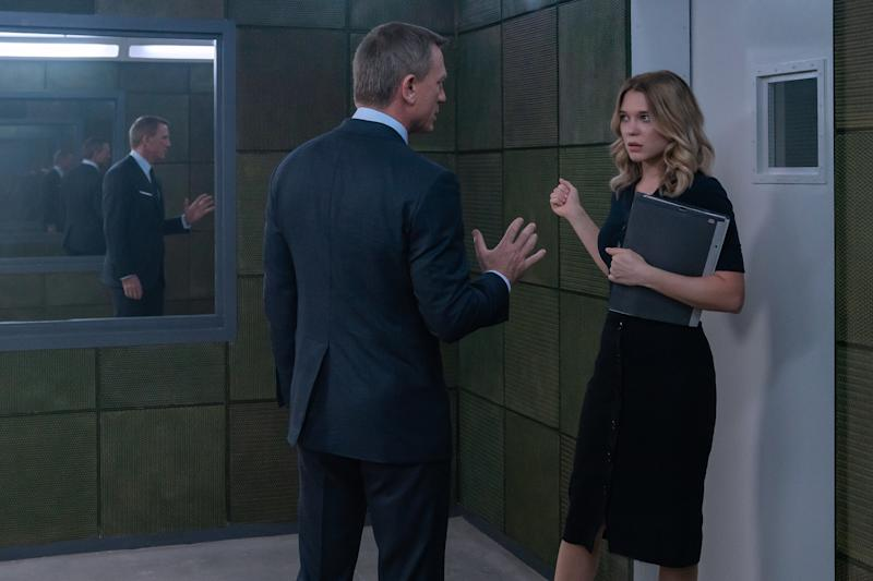James Bond (Daniel Craig) in discussion with Dr. Madeleine Swann (Léa Seydoux) in NO TIME TO DIE. (Credit: Nicola Dove © 2019 DANJAQ, LLC AND MGM)
