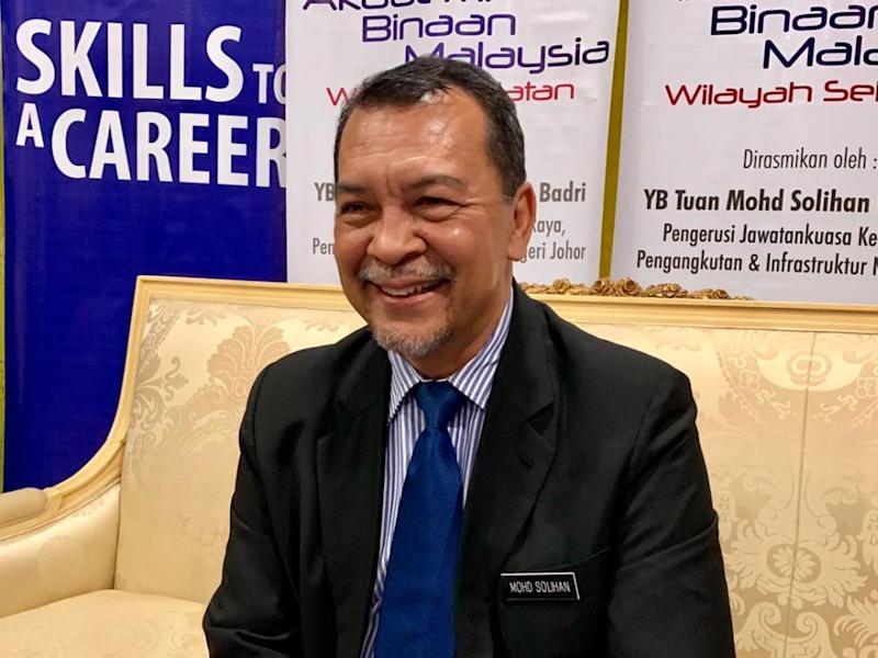 Johor public works, infrastructure and transportation committee chairman Mohd Solihan Badri dismissed any problems in the PH state government on the alleged rumour of dissatisfaction with Datuk Dr Sahruddin Jamal's leadership. — Picture by Ben Tan