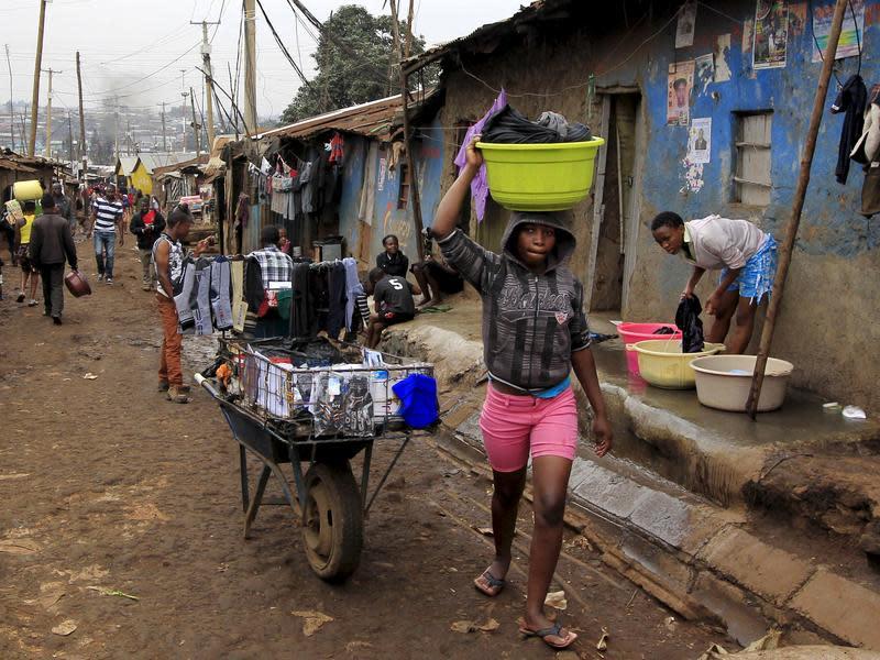 2004年肯亞率先取消課稅 婦女仍買不起