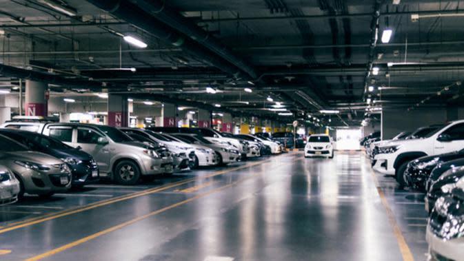 Coba deh dua solusi ini supaya tak menghabiskan waktu lama saat mencari parkir. (foto: shutterstock.com)