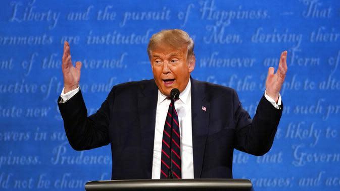 Presiden Donald Trump berbicara selama debat presiden pertama dengan calon presiden dari Partai Demokrat, mantan Wakil Presiden Joe Biden di Case Western University and Cleveland Clinic, Cleveland, Ohio, Selasa (29/9/2020). (AP Photo/Julio Cortez)