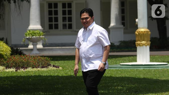 Mantan Ketua TKN Jokowi-Ma'ruf pada Pilpres 2019 Erick Thohir tiba di Kompleks Istana, Jakarta, Senin (21/10/2109). Kedatangan Erick Thohir berlangsung jelang pengumuman menteri Kabinet Kerja Jilid II oleh Presiden Joko Widodo atau Jokowi. (Liputan6.com/Angga Yuniar)
