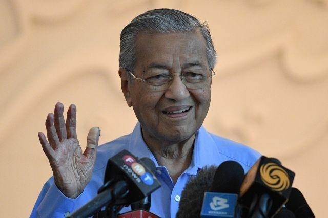 Keeping fit, going hi-tech: Malaysia's Mahathir, 94, in lockdown