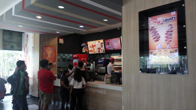 KFC mencanangkan gerakan nasional #Nostrawmovemnet atau Gerakan Tanpa Sedotan di seluruh gerainya yang berada di Indonesia (Liputan6.com/ Switzy Sabandar)