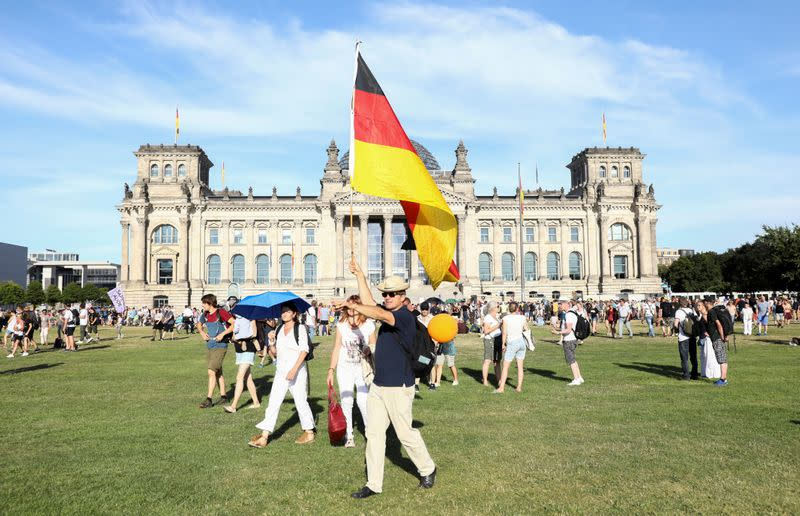Berlin police prepare for violence at protests against coronavirus curbs