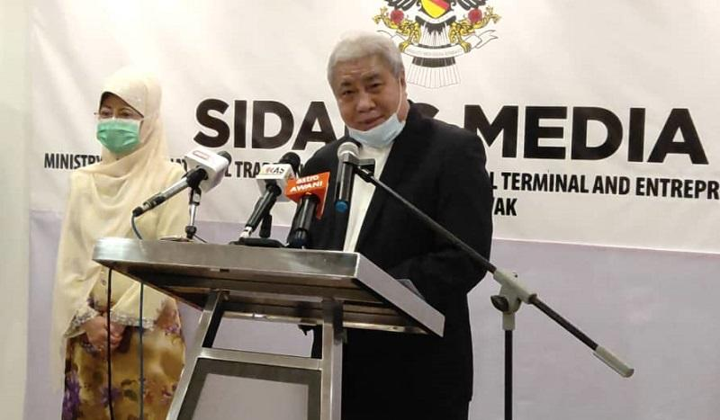Deputy Chief Minister Datuk Amar Awang Tengah Ali Hasan said the state government welcomed today the Brunei government's deferment in charging entry and exit fees for all travellers crossing its borders by land to October 1. ― Picture courtesy of the Sarawak Public Communications Unit (Ukas)