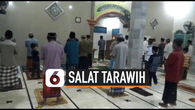 VIDEO: Praktik Salat Tarawih dengan Jaga Jarak di Lampung