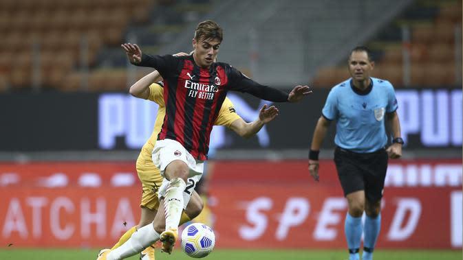Penyerang AC Milan, Daniel Maldini mengontrol bola saat bertanding melawan Bodoe/Glimt pada pertandingan Liga Europa di Stadion San Siro di Milan, Italia, Kamis (24/9/2020). AC Milan menang tipis atas Bodoe/Glimt 3-2. (Spada/LaPresse via AP)