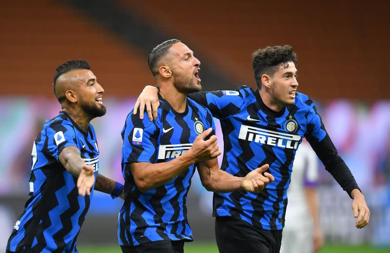 Inter hit two late goals to beat Fiorentina 4-3