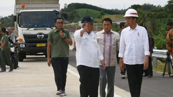 Jokowi saat memberikan sambutan pada peresmian Jalan Tol Bakauheni-Terbanggi Besar segmen Pelabuhan Bakauheni-Simpang Susun Bakauheni dan Simpang Susun Lematang-Simpang Susun Kotabaru, di Bakauheni, Lampung (Foto: Setkab)