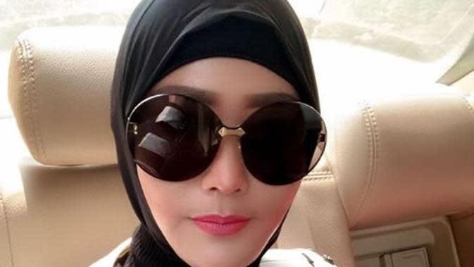 Inul Daratista memakai hijab. (dok.Instagram @inul.d/https://www.instagram.com/p/B5mFcuMFIVX/Henry)