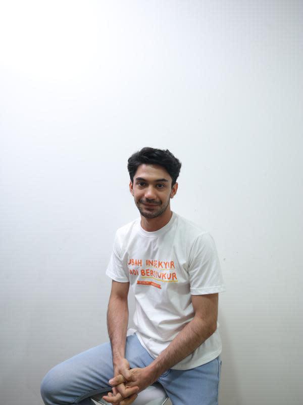 Beberapa kali mengisi soundtrack untuk film, Reza Rahadian juga telah mendapatkan beberapa kali tawaran dari label untuk menjadi penyanyi profesional. (Daniel Kampua/Fimela.com)