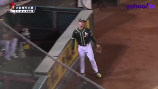 【MLB好球】Matt Chapman一路追 整個人掛在牆上順利接殺