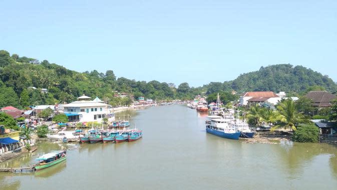 Muara Batang Arau Padang, salah pusat transportasi laut di Kota Padang selain Teluk Bayur. (Liputan6.com/ Novia Harlina)