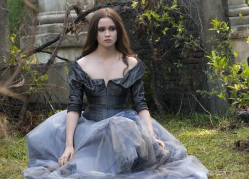 REVIEW: 'Beautiful Creatures' Contains Little Of The Original Novel But Plenty Of Rebel 'Tude