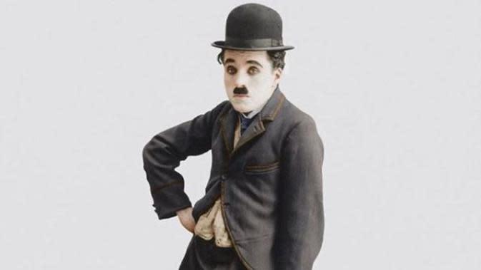 23-9-1952: Charlie Chaplin Pulang ke Inggris Pertama Kalinya dalam 21 Tahun