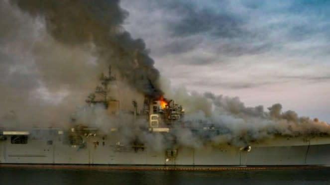 VIVA Militer: Kebakaran Kapal Perang Serbu Angkatan Laut Amerika Serikat