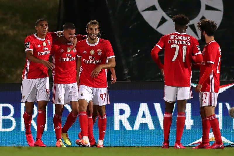 Benfica go joint top by beating nine-man Rio Ave