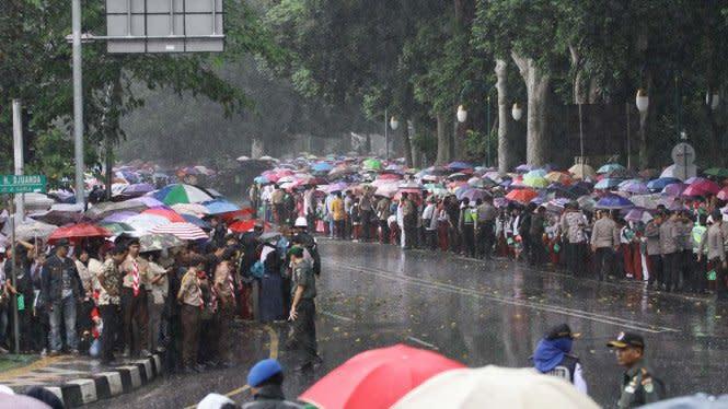 Prakiraan Cuaca BMKG: Ada Hujan Petir di Wilayah Jabodetabek Hari Ini
