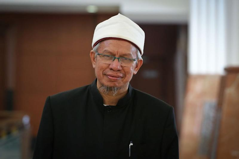 Datuk Seri Zulkifli Mohamad said proposals on the Bill to amend the Shariah Courts (Criminal Jurisdiction) Act 1965 or Act 355 — known as RUU355 in Malay — need to be presented to state Islamic authorities before tabling. — Picture by Yusof Mat Isa