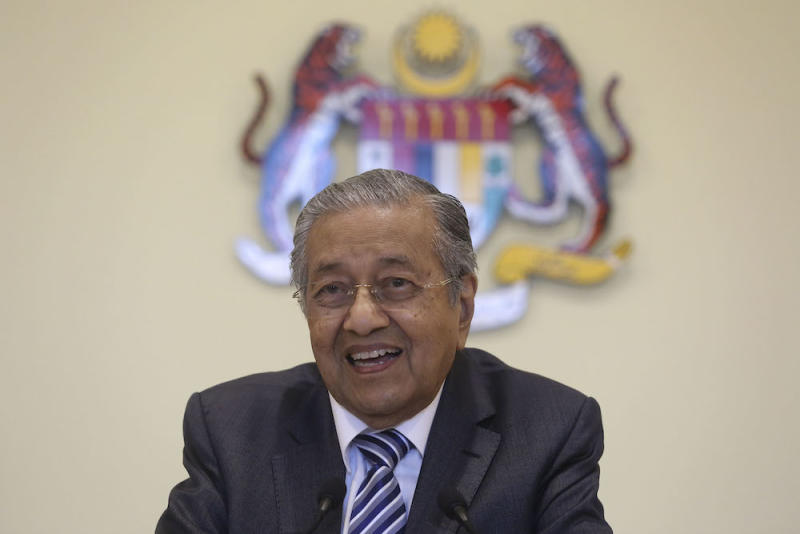 Prime Minister Tun Dr Mahathir Mohamad speaks during a news conference at the Prime Minister's Office in Putrajaya November 21, 2018. — Picture by Yusof Mat Isa